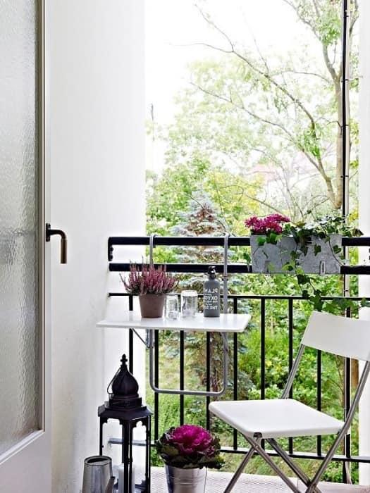 Компактный уголок отдыха для маленьких балконов