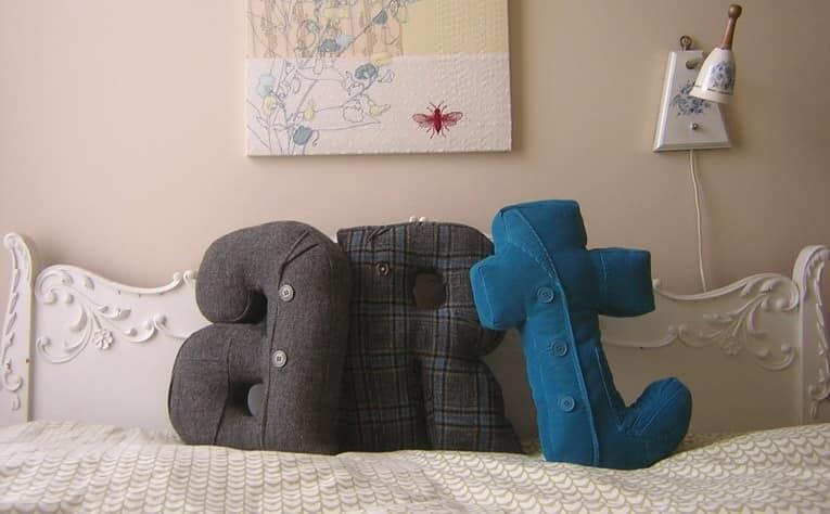 Диванные подушки в виде объемных букв