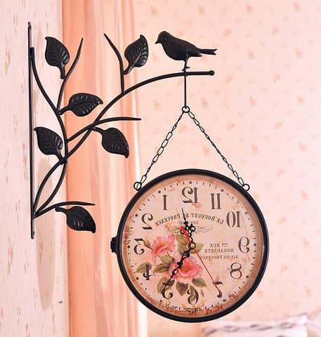 Оригинальные настенные часы в спальню с изображением цветов
