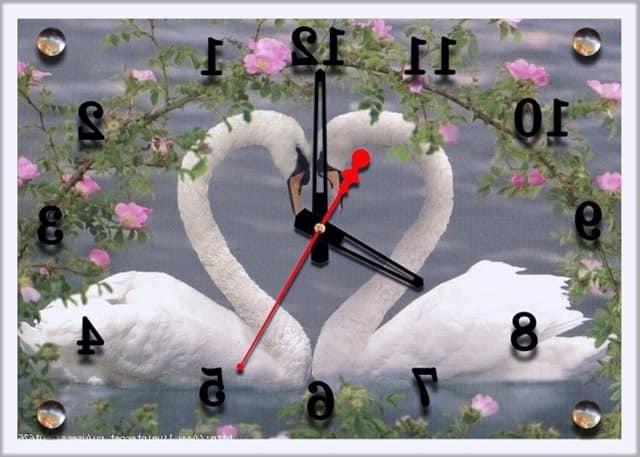 Настенные часы в спальню с изображением лебедей