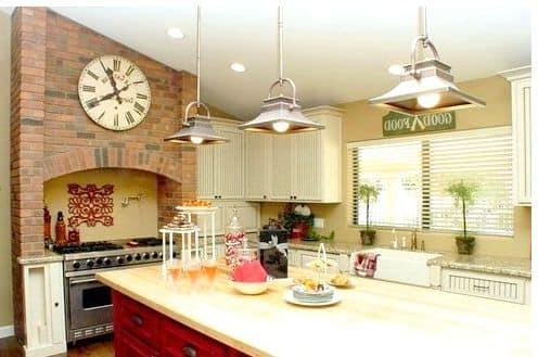 Часы на рейленге часто размещают на современной кухне