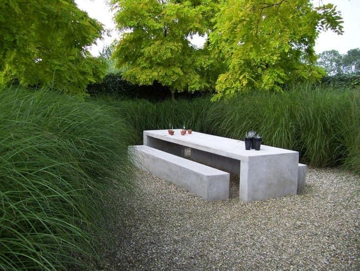 Каменная мебель для уголка отдыха на улице фото