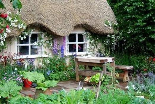 Один из вариантов дома для сада в стиле кантри фото