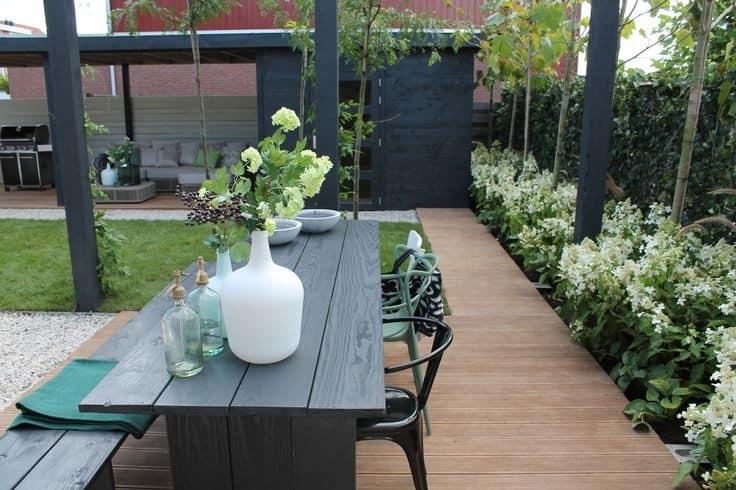 Обеденный стол на улице: современный уголок отдыха фото