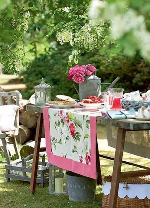 Сервировка стола для пикника