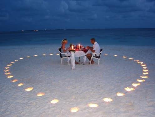 Свечи - украшение пикника для двоих