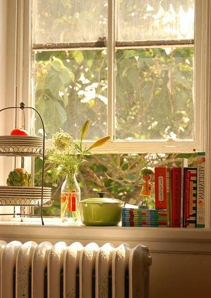 Библиотека на окне: храним любимые книги на подоконнике