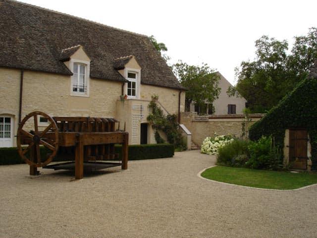 Дом с характерными особенностями стиля прованс в экстерьере