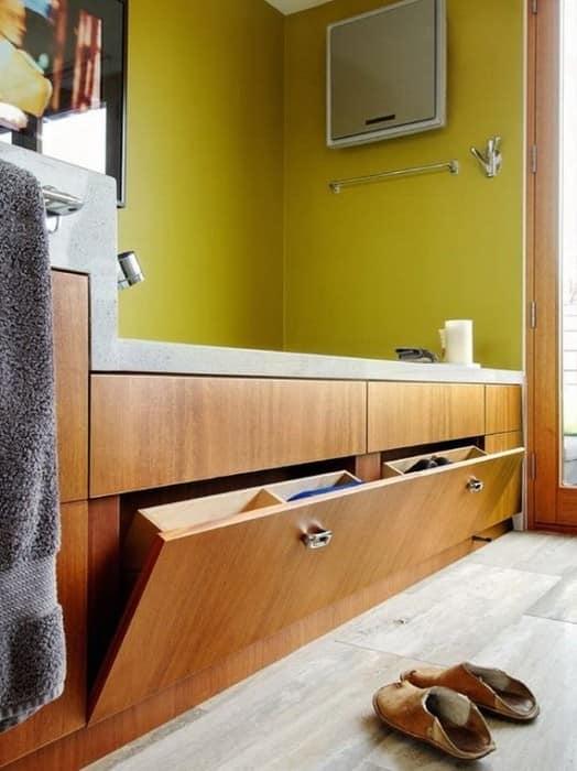 Откидной экран под ванной фото
