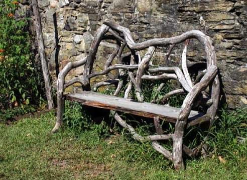Функциональный рутарий: скамейка из корней и коряг