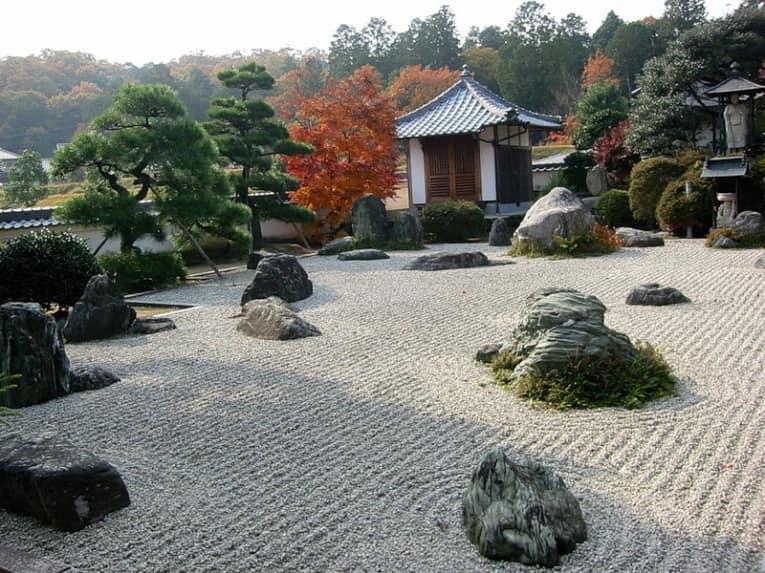 Беседка - место созерцания японского сада камней