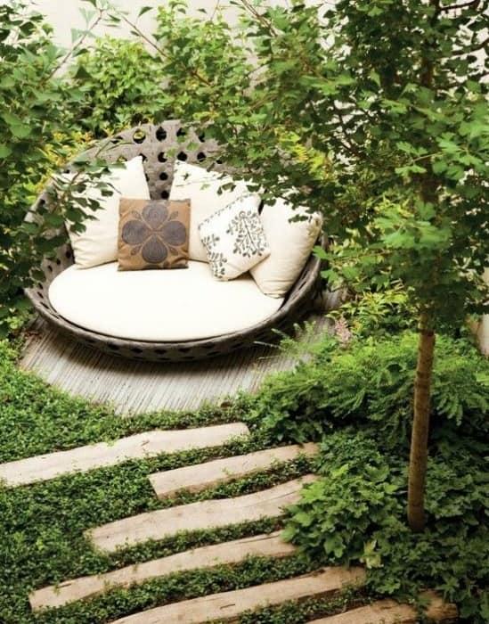 Укромный уголок отдыха в саду