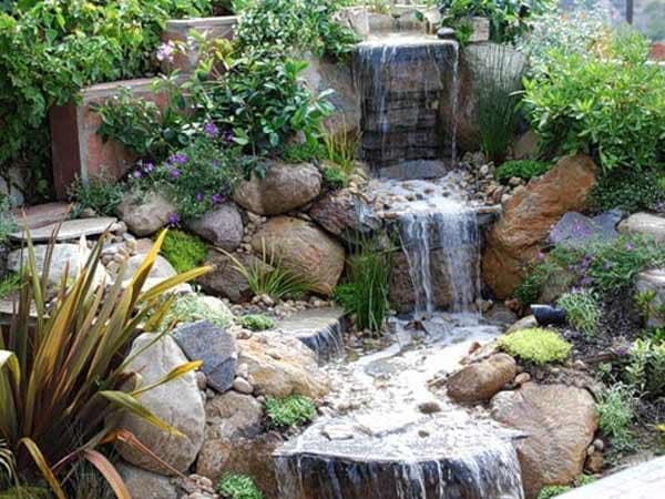 Как украсить камнями водопад на дачном участке фото