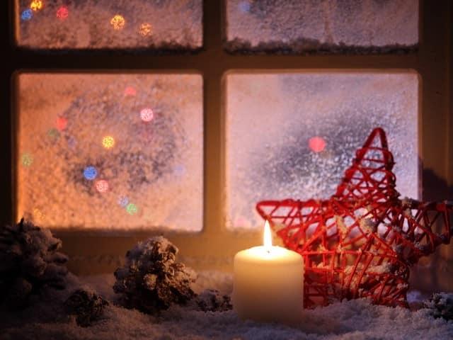 Украшаем подоконник к новому году: зимний декор