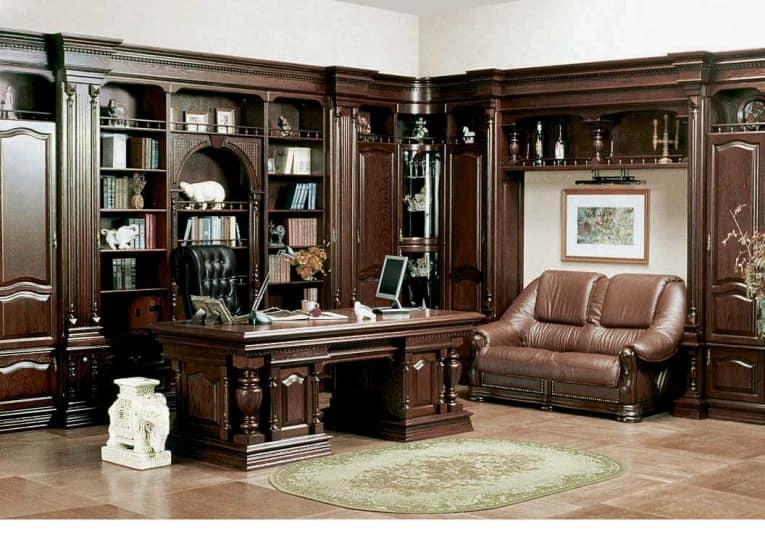 Мебель в кабинете стиля максимализм добротная и достаточно дорогая