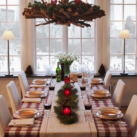 Красивая сервировка стола посредством текстиля