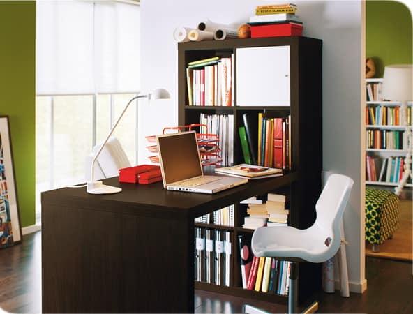 Удобный стол для домашнего кабинета