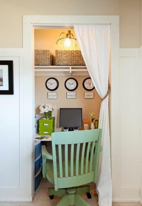 Рабочий стол для миниатюрного домашнего кабинета