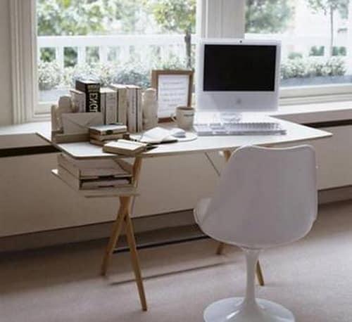 Маленький рабочий стол для дома