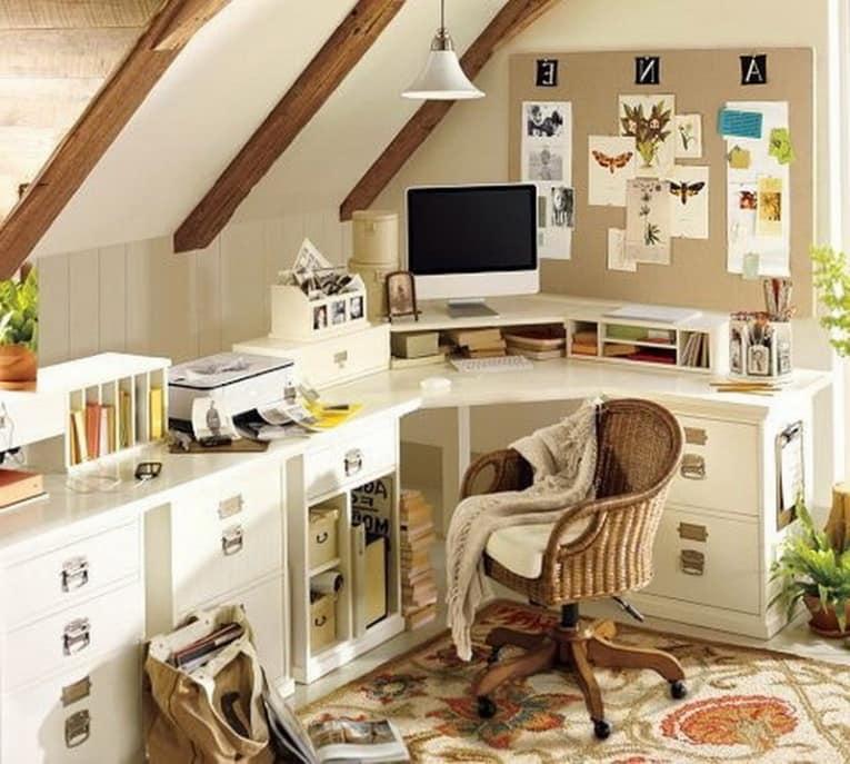 Рабочий стол для домашнего кабинета с надстройкой для монитора