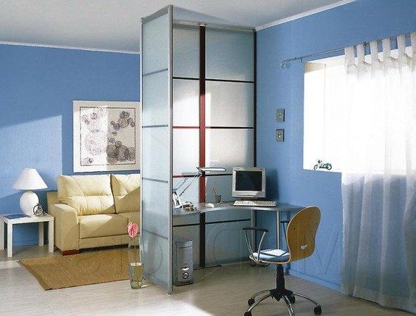 Компактный рабочий стол для домашнего кабинета