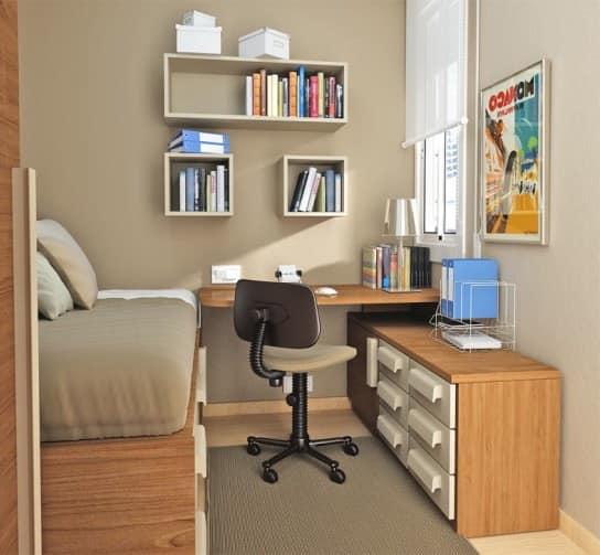 Рабочий стол в комнате студента