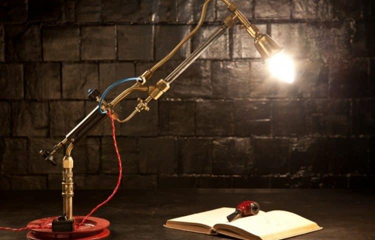 Настольная лампа в индустриальном стиле - фото
