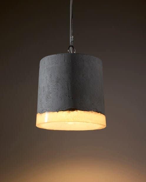 Светильники в промышленом помещении должны быть прочными, а что может быть прочнее бетона?