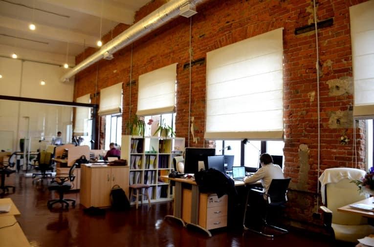 Так выглядит офисное помещение в индустриальном стиле