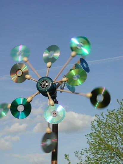 Дерево из CD дисков для украшения дачи