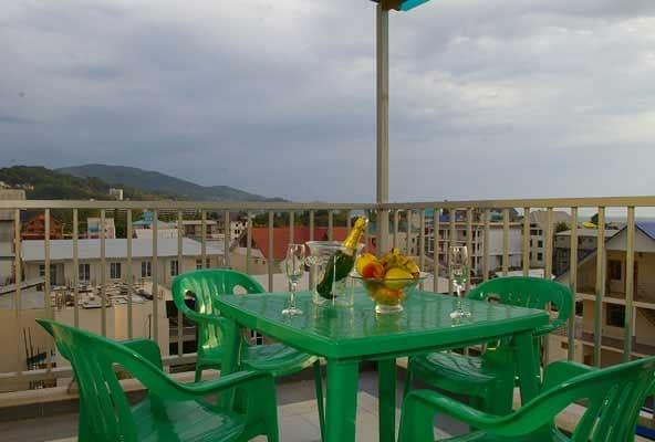 Практичность пластиковой мебели на балконе - главное ее преимущество