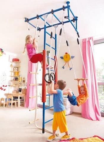 Детский спортивный уголок способствует полноценному физическому развитию ребенка