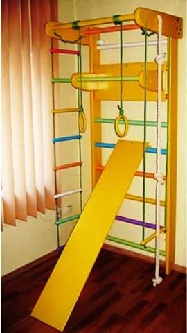 Спортивный уголок для малогабаритной детской комнаты