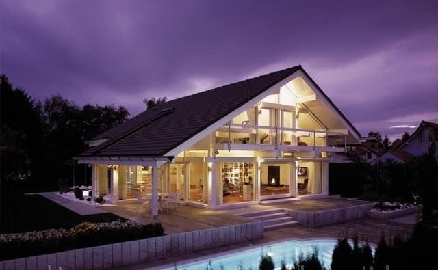 Современный каркасный дом выглядит интригующе и романтично
