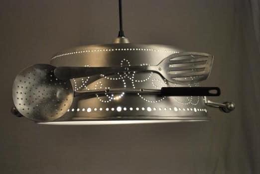 Кружевной светильник - люстра из старой миски и кухонных приборов