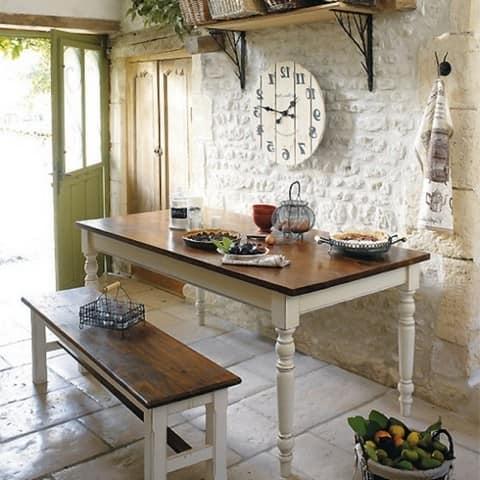 Атрибуты и элементы декора должны передавать атмосферу стиля прованс