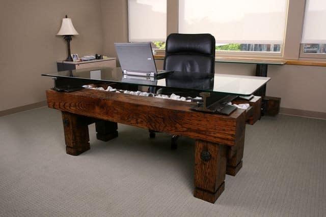Мебель для рабочего кабинета из шпал и рельс