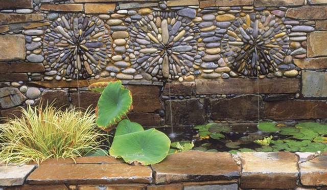 Облицовка стен снаружи дома морской галькой