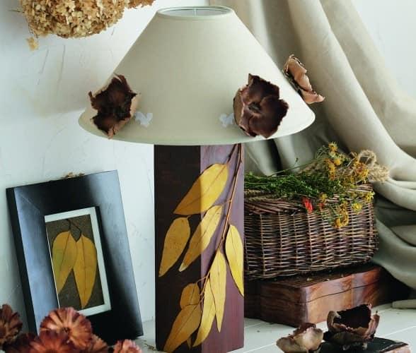 Осенний декор настолько лампы