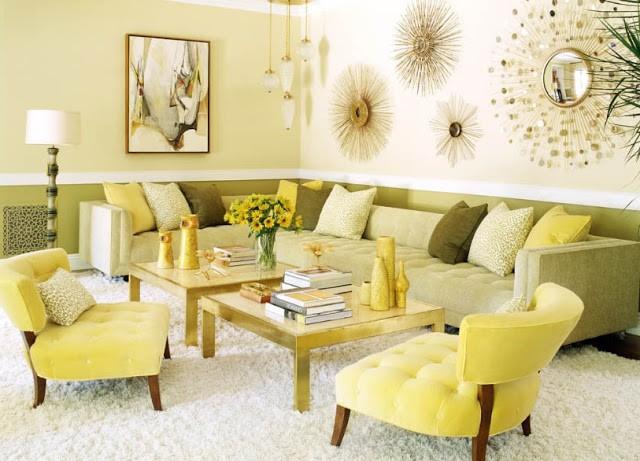 Светлый осенний интерьер гостиной - фото