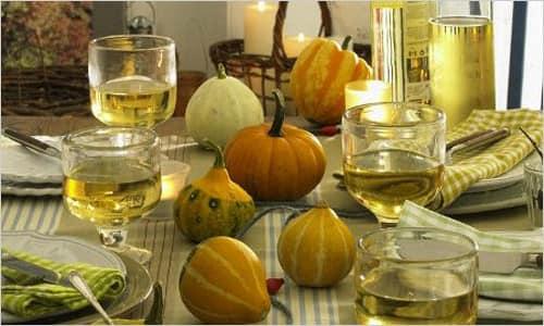 Украшаем стол осенью яркими тыквами