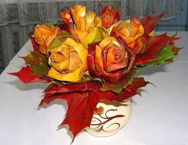 Делаем букет из кленовых листьев для декора стола