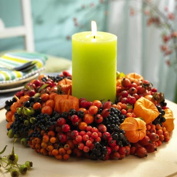 Рябина и другие ягоды для сервировки стола осенью