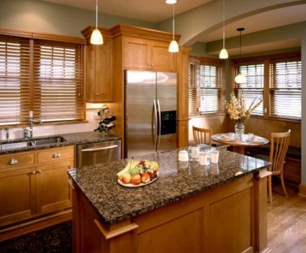 Деревянные жалюзи на кухне