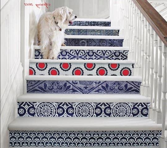 Декор ступенек лестницы тканью