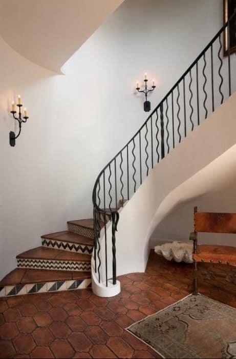 Лестница с элементами узора зигзаг