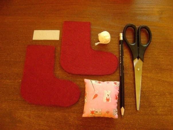 Инструменты, которые понадобятся для создания новогоднего сапожка из войлока