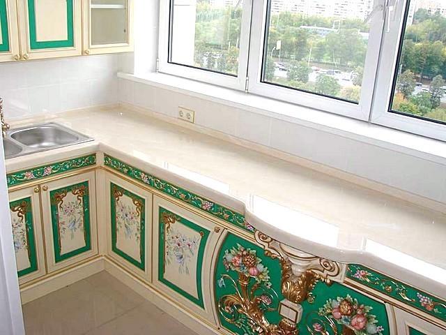 Интересные дезайнерские решения кухни на балконе