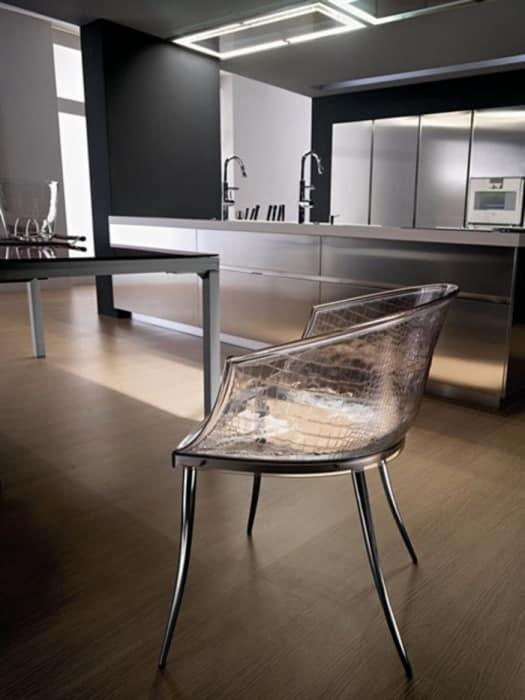 Прозрачное кресло из стекла в интерьере