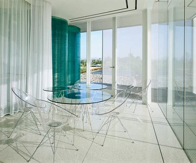 Прозрачная мебель из пластика в интерьере